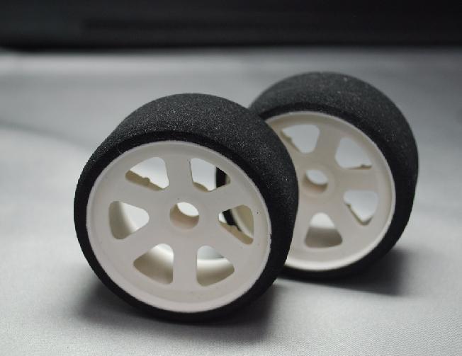 無双組 WGT用接着済スポンジタイヤ 前輪 の画像