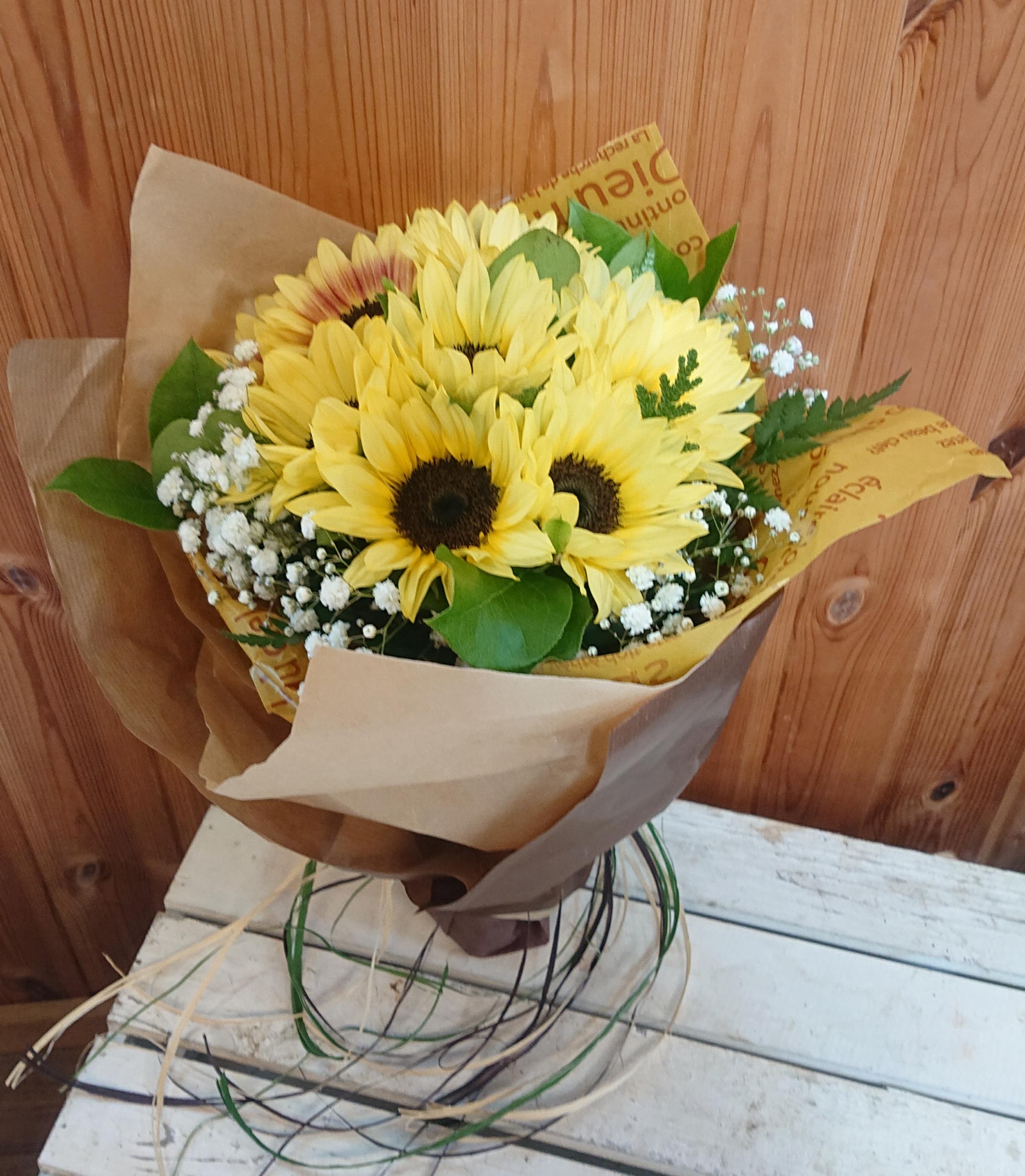 ひまわりの花束画像