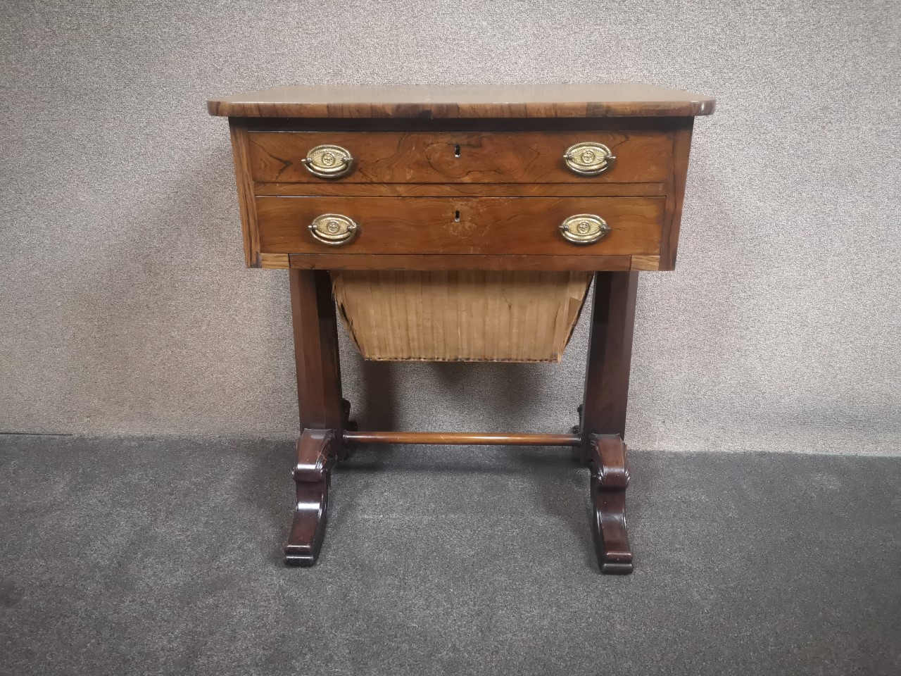 Rosewood work table画像