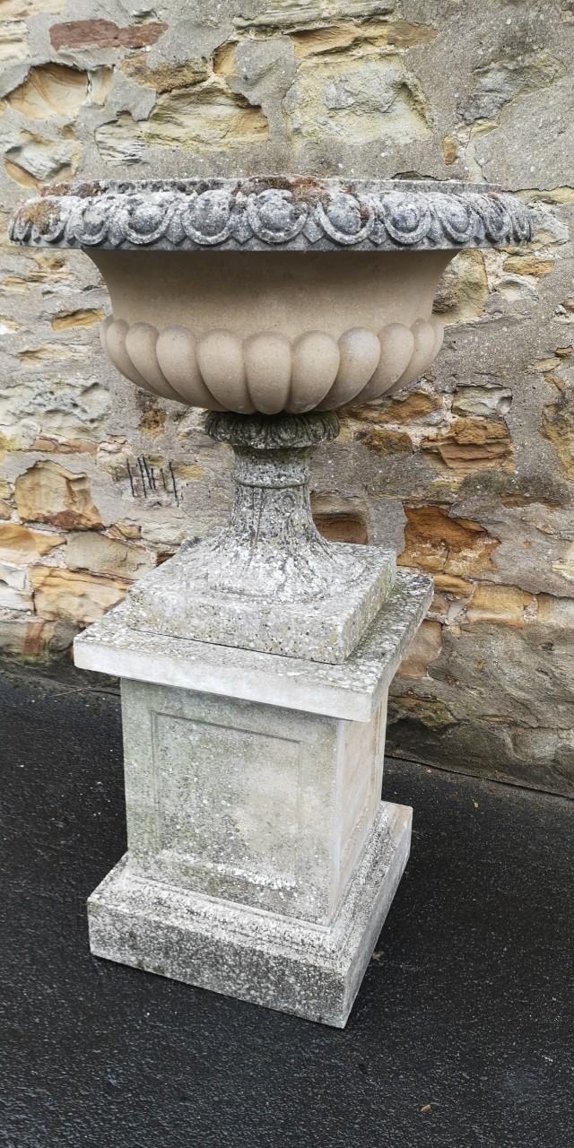 Stone urn on plinth画像