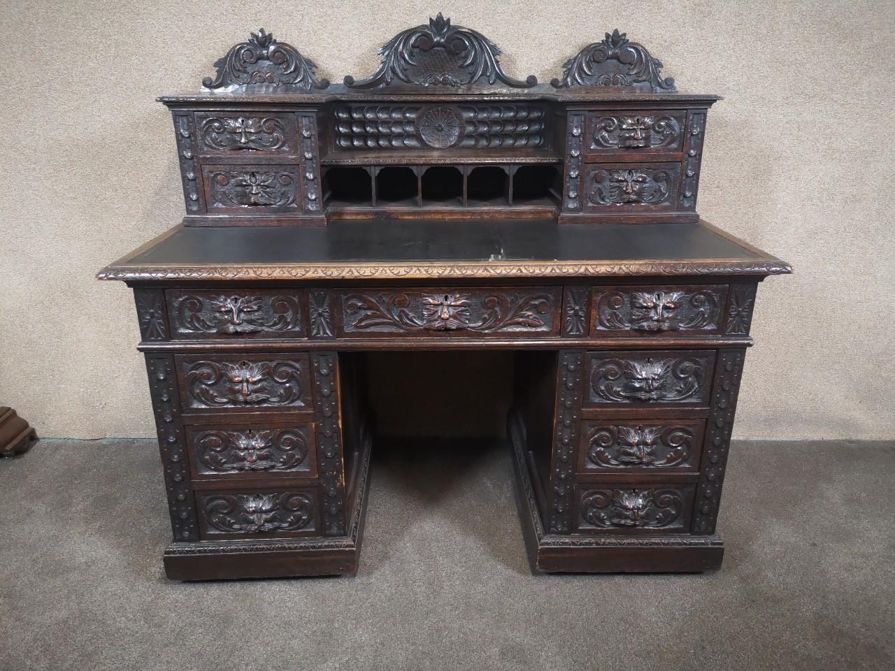 Carved oak desk画像