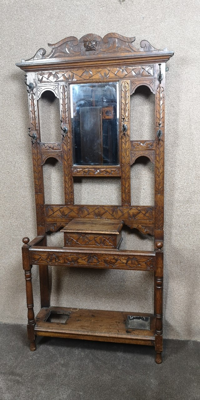 Carved oak hallstand画像