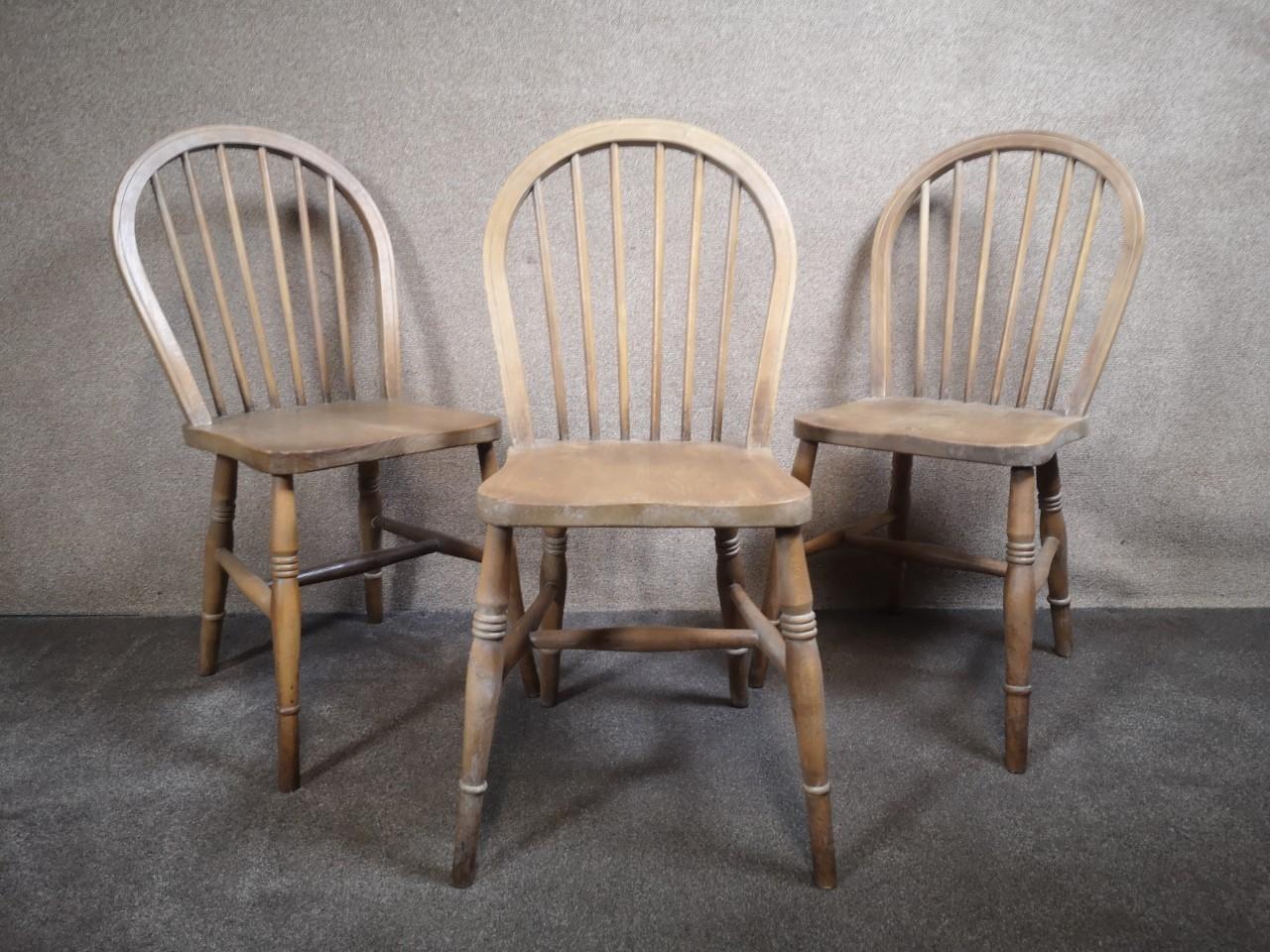 3 Windsor chairs画像