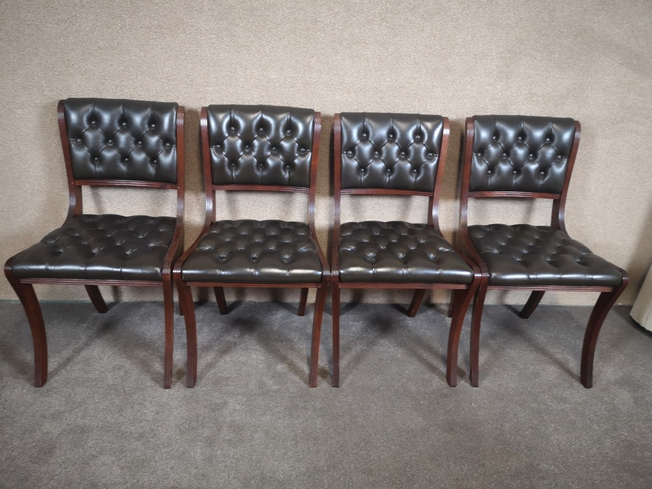 Set of 4 Chesterfield chairs画像