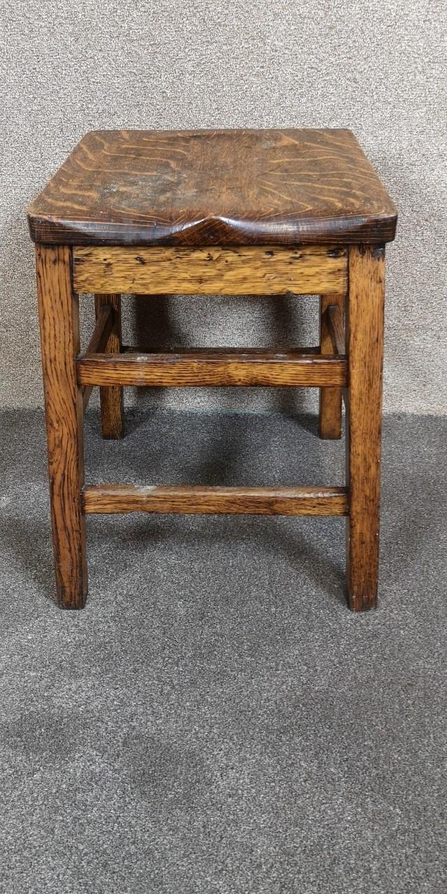 Oak laboratory stool画像