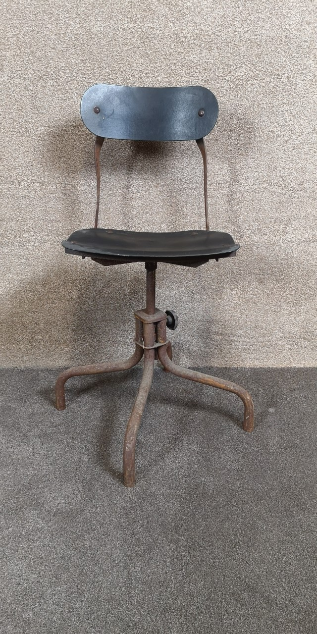 Industrial chair画像