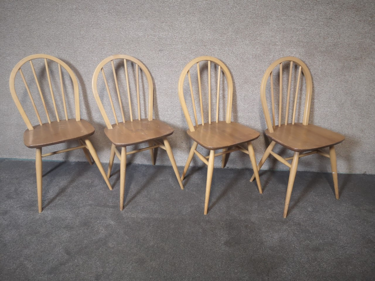 Set of four Ercol Windsor chairs画像
