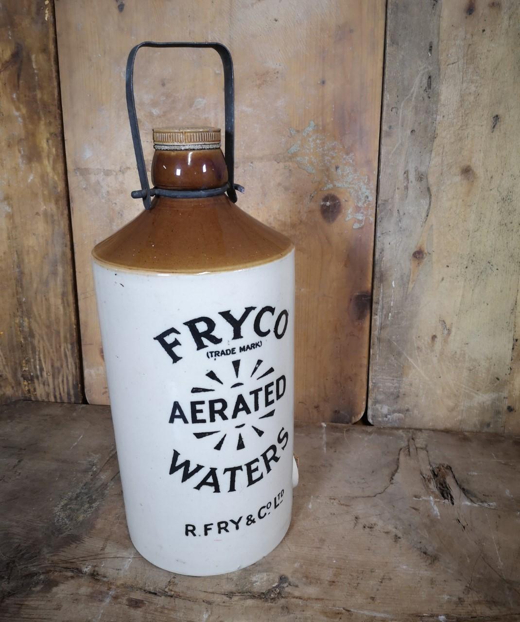 Stoneware water carrier画像