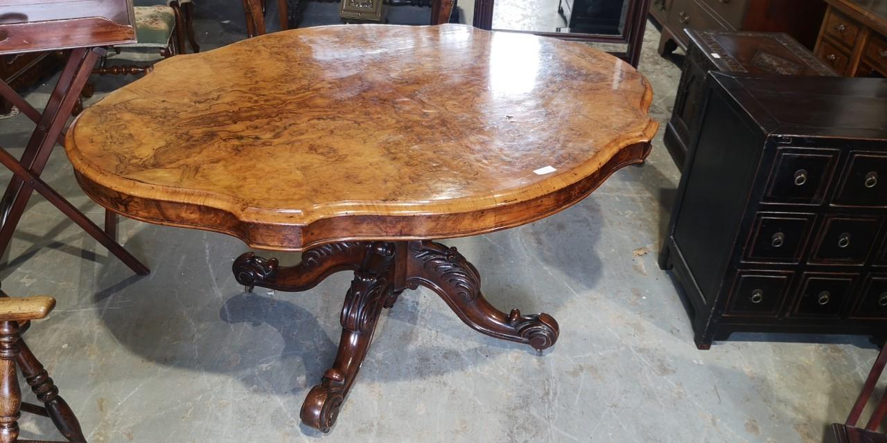 Victorian walnut table画像