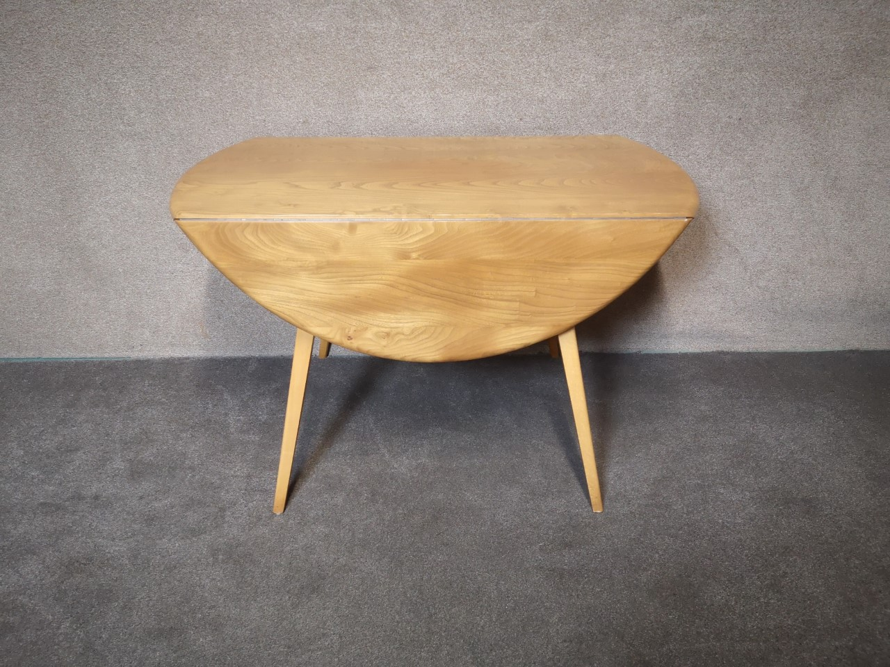 Ercol table and 4 cowhorn chairs(Table)画像