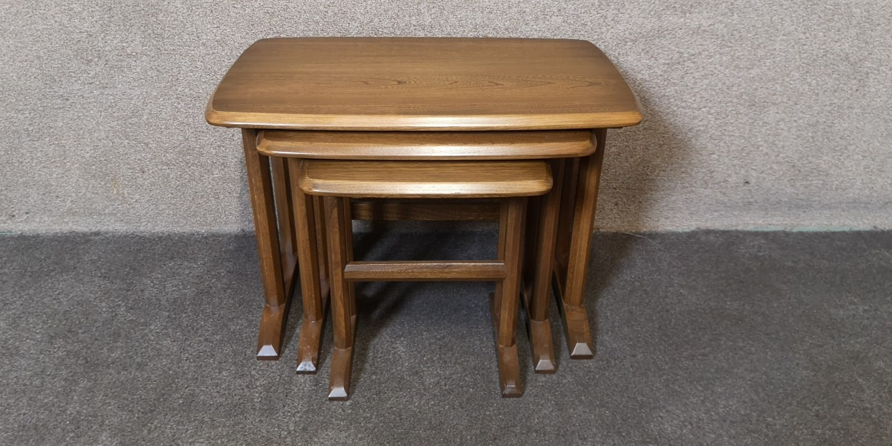 Ercol nest of tables画像