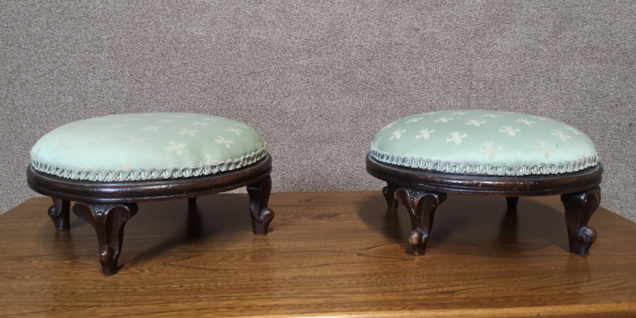 Pr Victorian mahogany foot stools画像