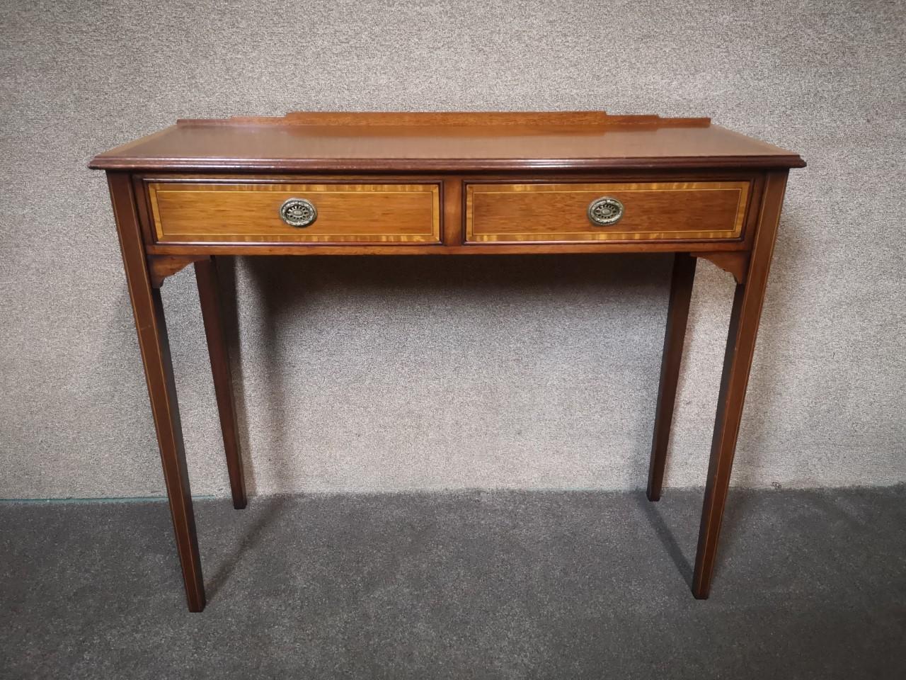 Inlaid mahogany table画像