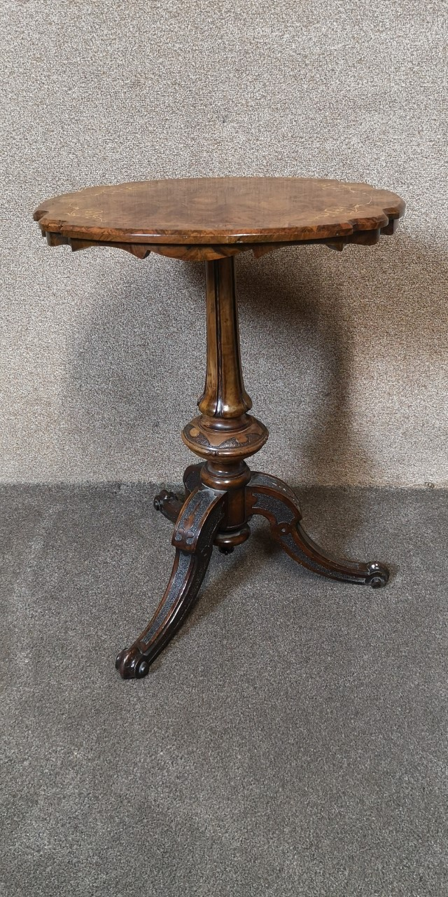 19th century inlaid walnut table画像