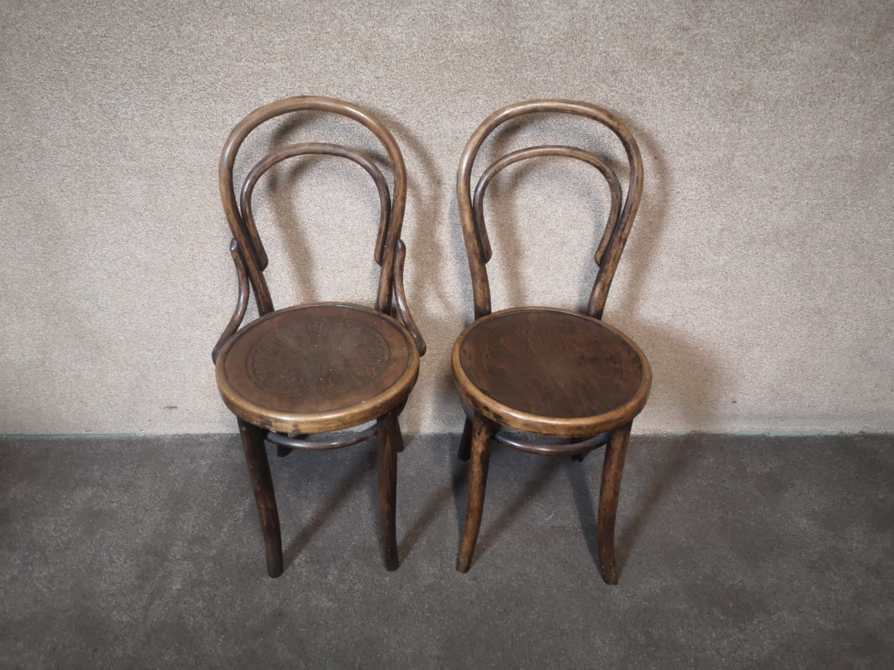 2 pairs of bentwood chairs(2 HoopBacks)画像