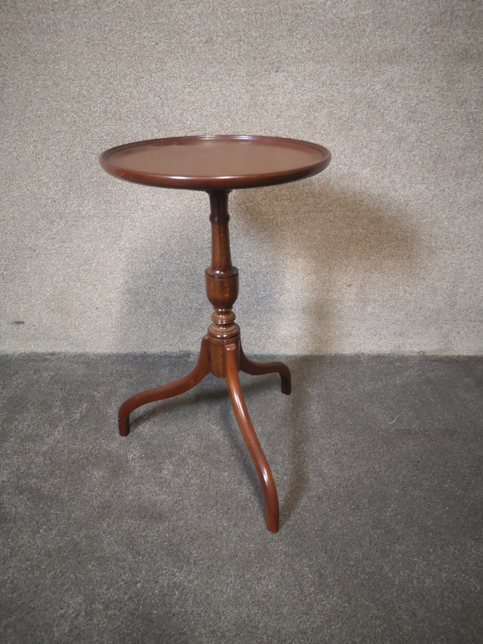 Mahogany Tripod Table画像