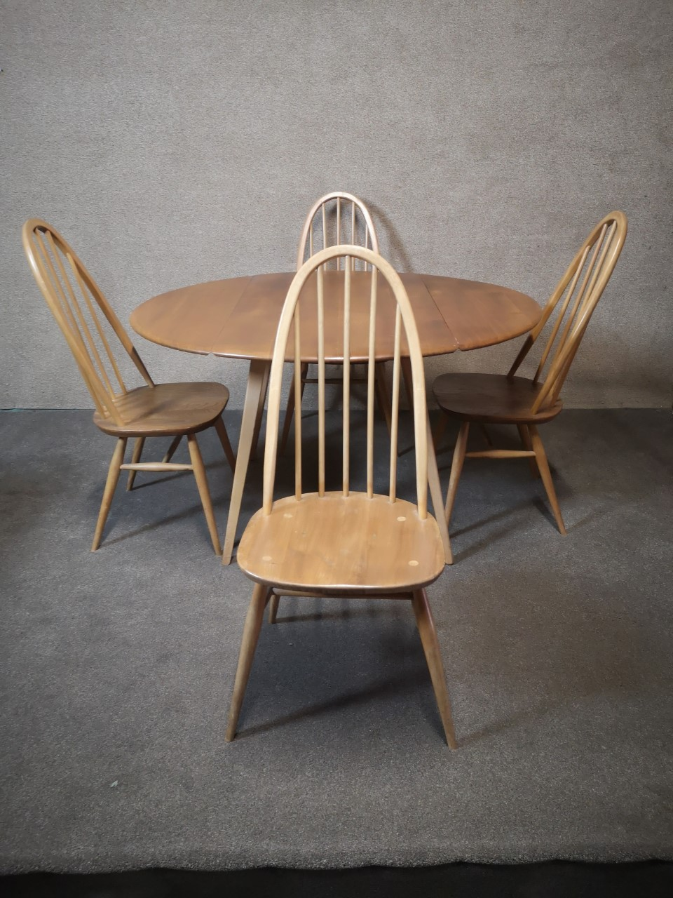Ercol table and 4 chairs (4 chairs)画像