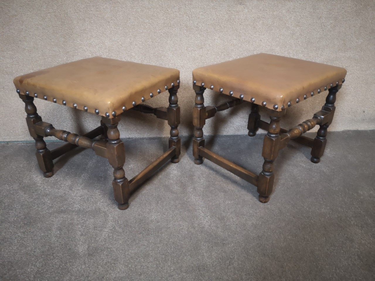 Pair of oak and leather stools画像