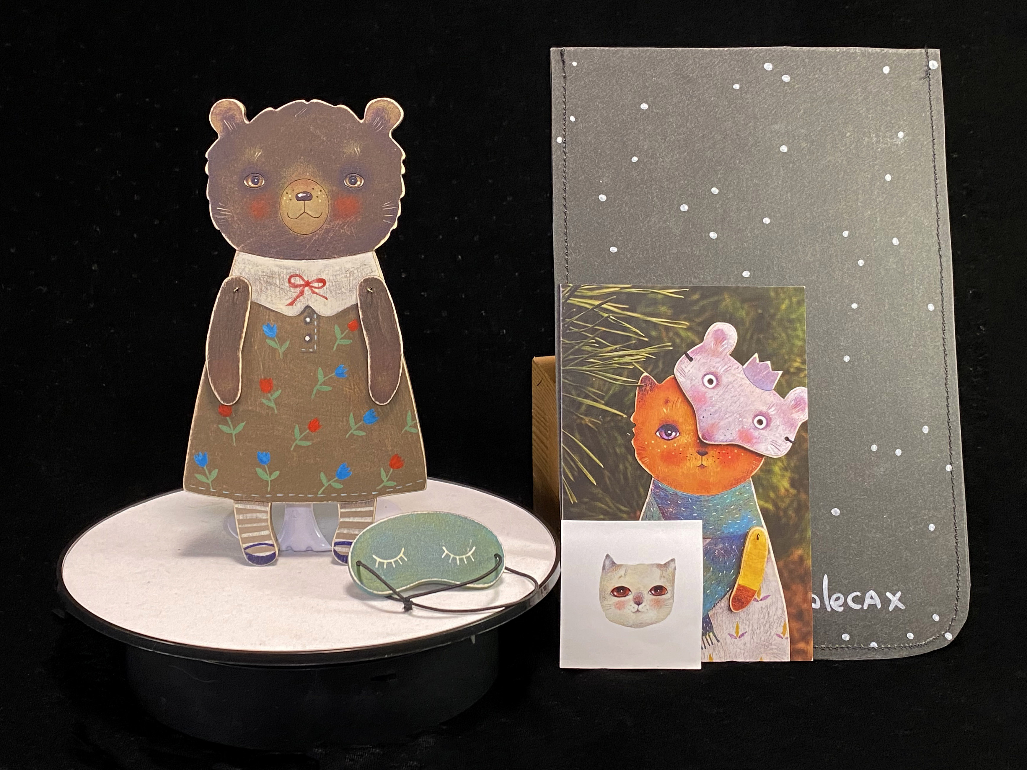 ドム・ナ・コリョーサフ Dom na Korecax 「木の人形2 クマ1」画像