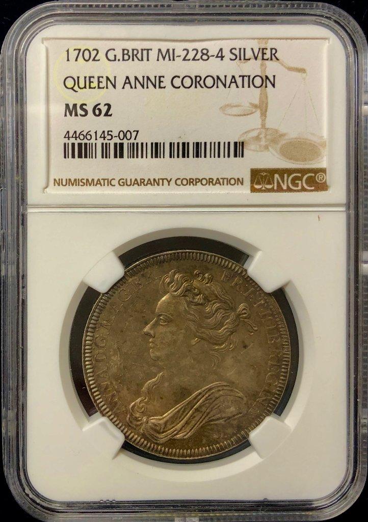 イギリス1702年アン女王戴冠銀メダルNGC MS62の画像