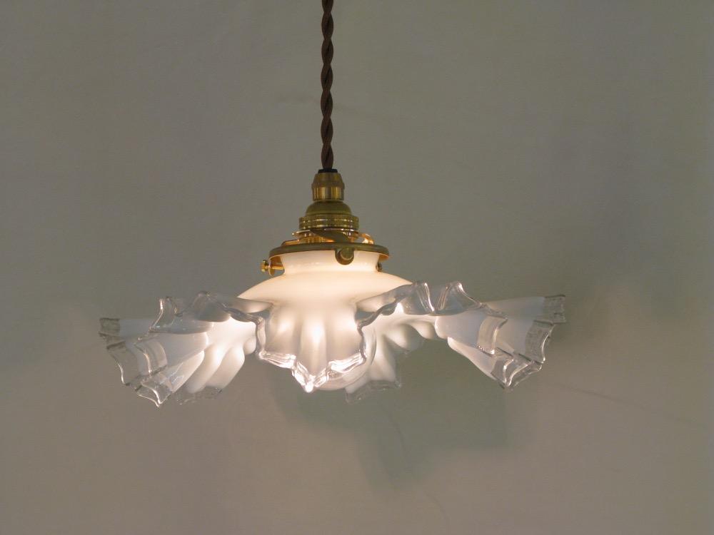 フリル&ミルクガラスシェード ペンダントランプ画像