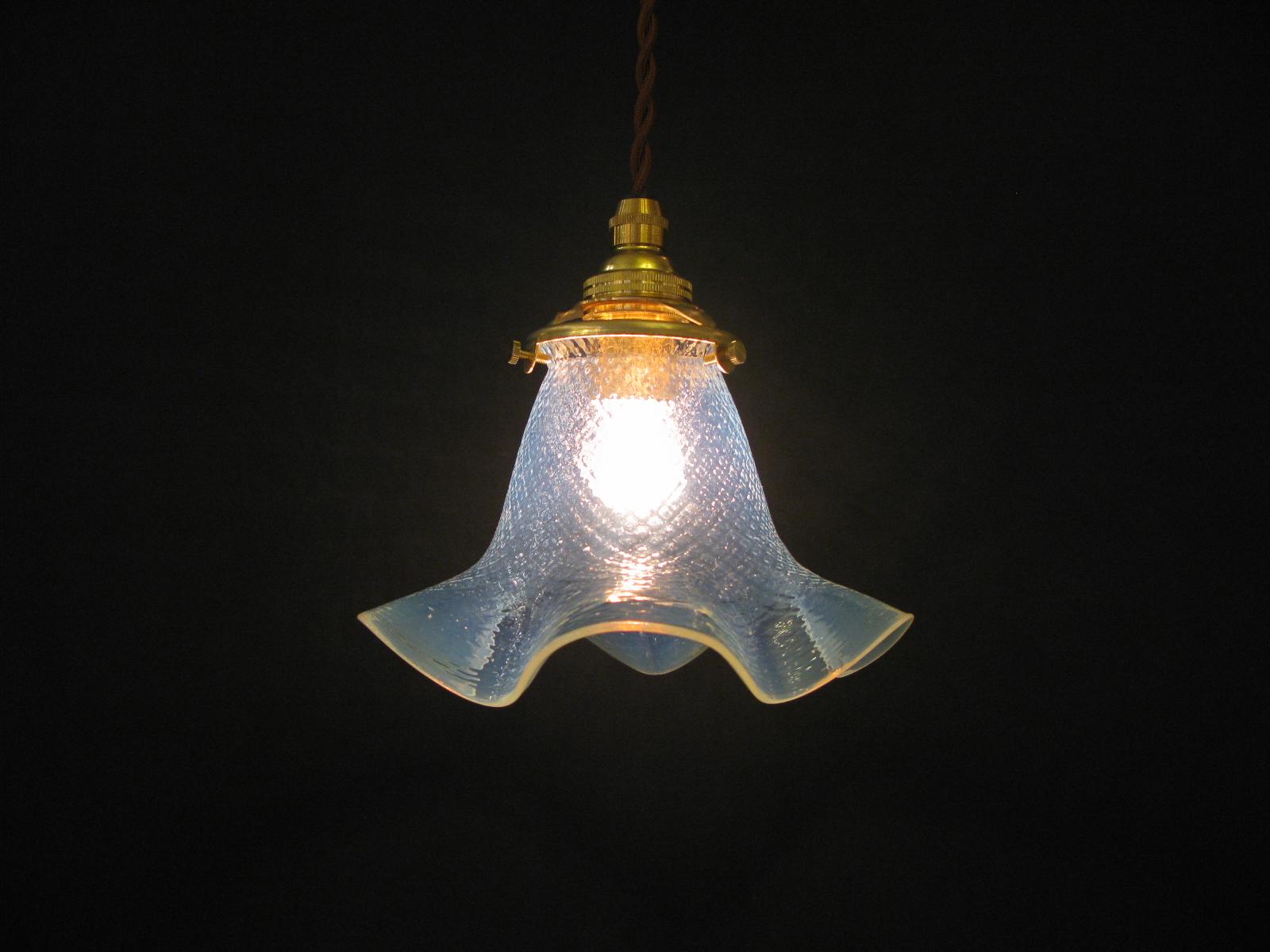 オパールセントガラスシェード ペンダントランプ画像