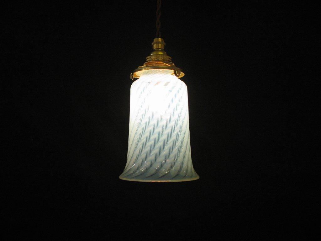 ヴァセリン&オパールセントガラスシェード ペンダントランプの画像