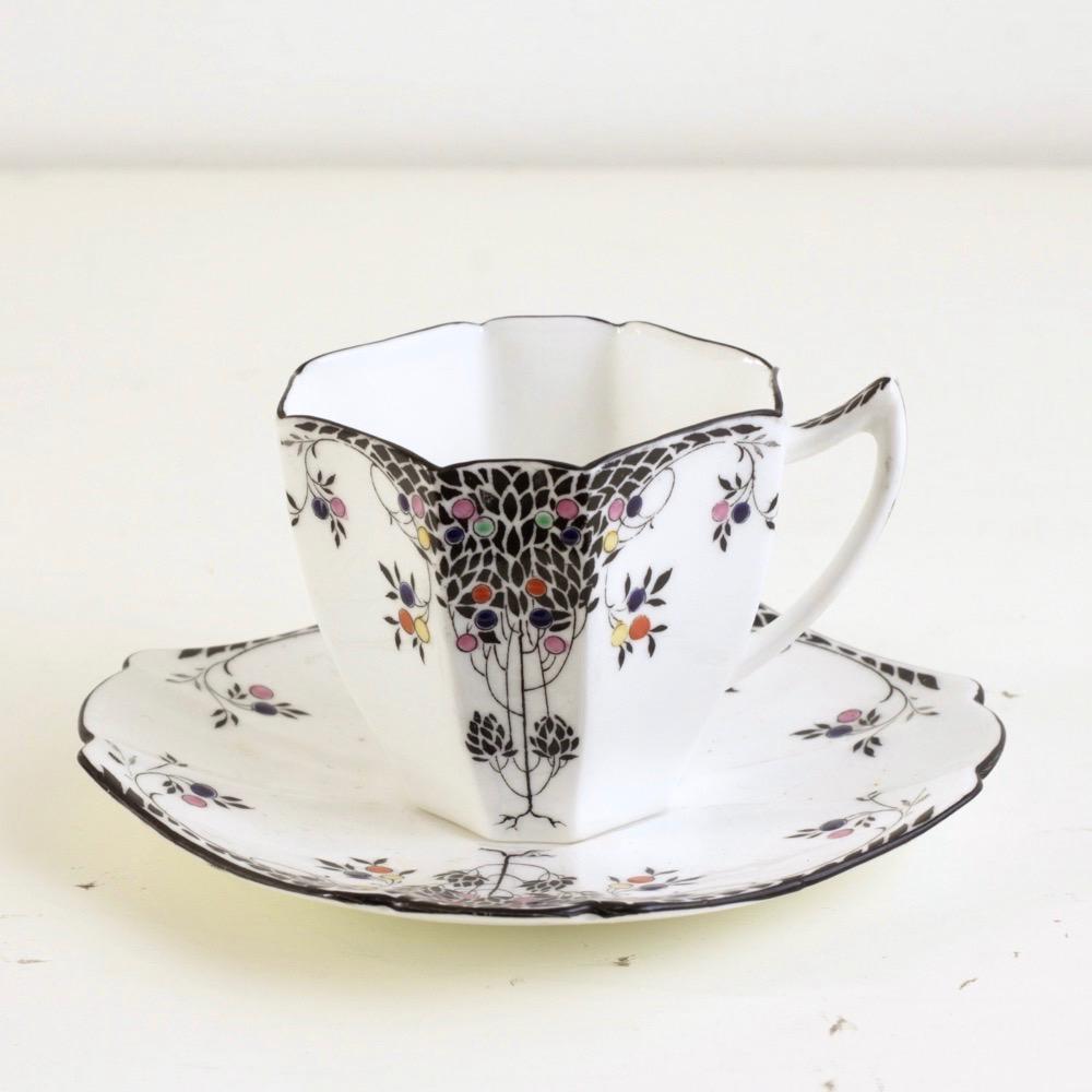 Shelley Black Leafy Tree デミタスカップ&ソーサーの画像