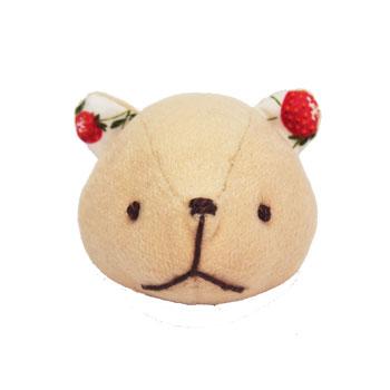 KUMAブローチ(苺)の画像
