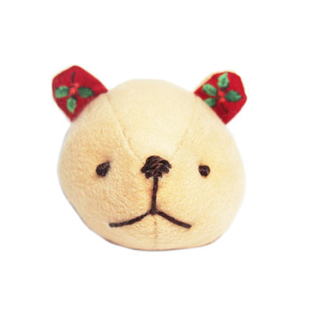 KUMAブローチ(クリスマス)の画像