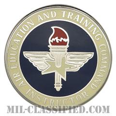 航空教育・訓練軍団章 (ベーシック・インストラクター)(Air Education and Training Command, Basic Instructor)[カラー/バッジ]の画像