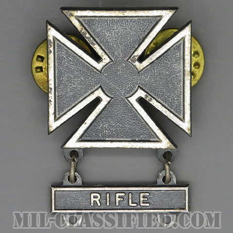 射撃技術章 (マークスマン)(Marksmanship Badge, Marksman)[カラー/1960s/燻し銀(銀張り・Silver Filled)/バッジ/中古1点物(バー1個付)]の画像