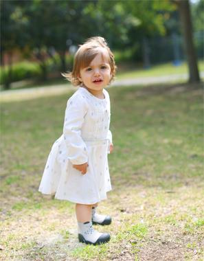 出産祝いに!歩きはじめの赤ちゃん、ベビーに安心のベビーシューズ「アティパス」キュートなアニマルシリーズ白の画像