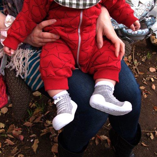 歩き始め、たっちし始めた赤ちゃんに!ラバー底靴下「ベビーフィート」正しい歩き方が身に付くトレーニングシューズの画像