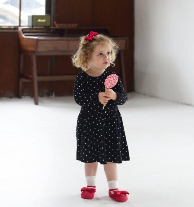 新柄入荷!シックなデザインをお探しの方必見!ご出産祝いにたっちし始めた赤ちゃん、歩きはじめのベビーにベビーシューズ「アティパス」メリージェーンレッド画像