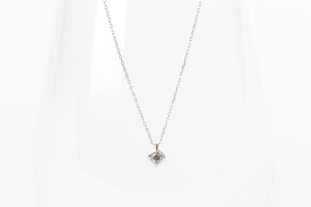 K18・ダイヤ型ネックレスの画像