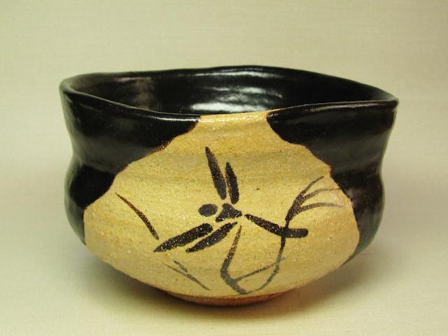黒織部茶碗(蜻蛉) 桐箱付き画像