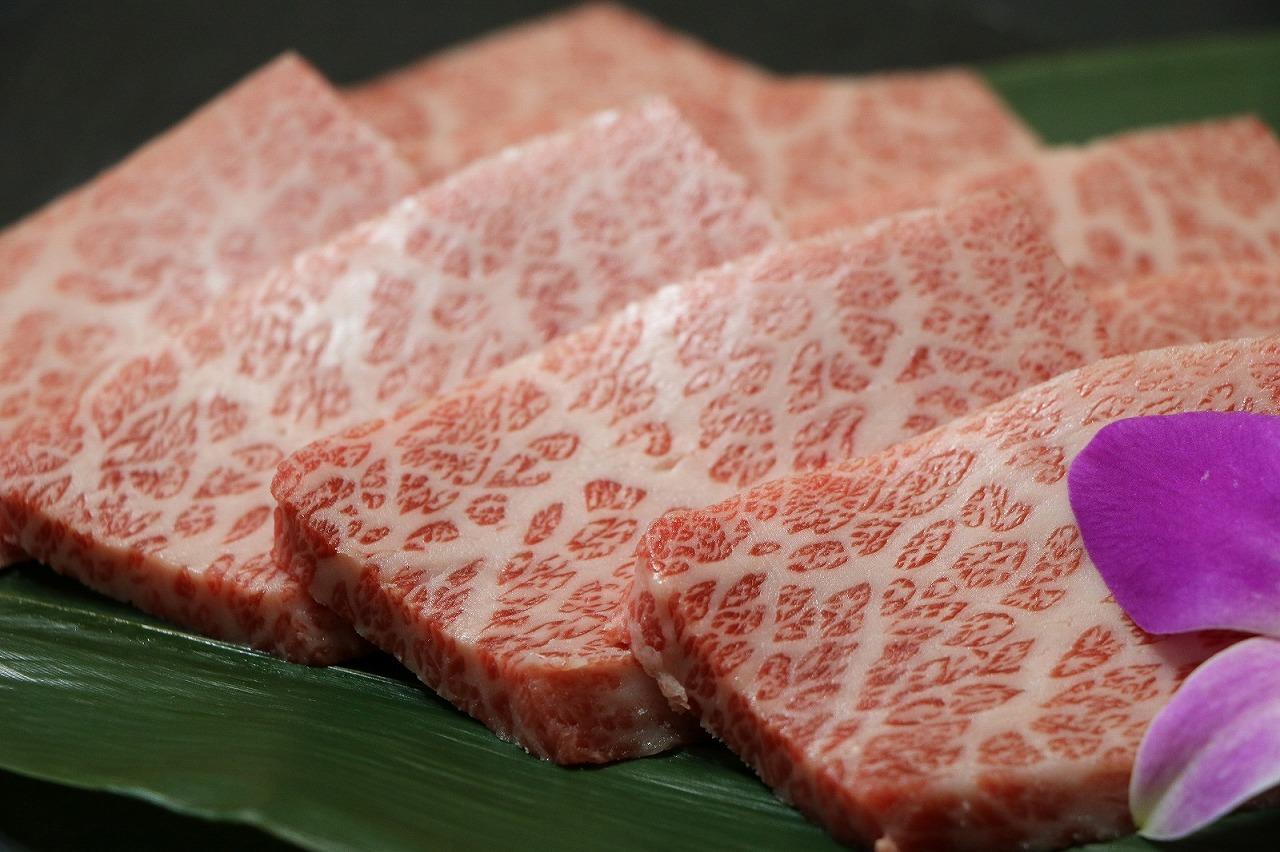 焼肉といえば米沢牛!お口の中でとろける霜降りカルビ画像