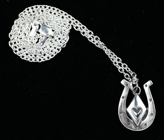 馬蹄ダイヤペンダントの画像