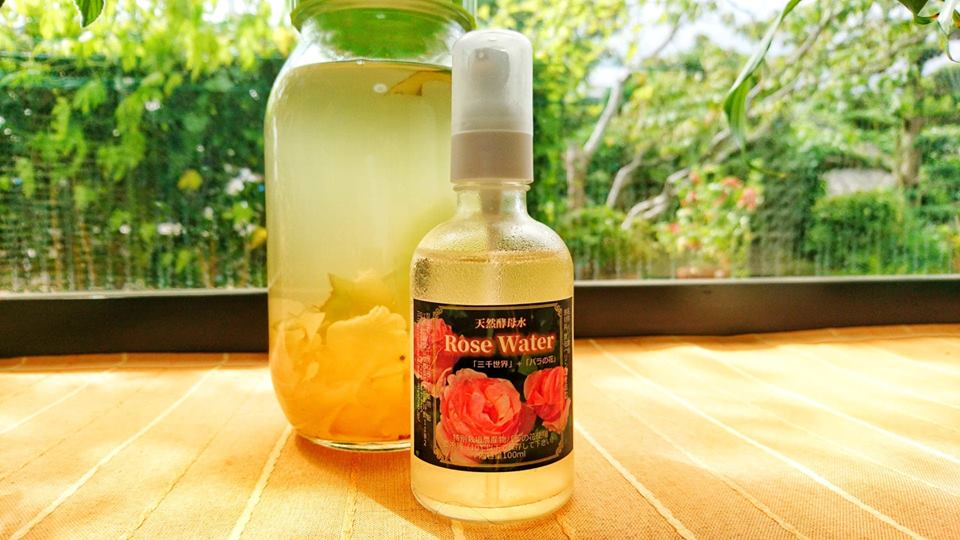 季節限定・天然酵母水ローズウォター 100ml入り 9種類の植物+薔薇の花の画像