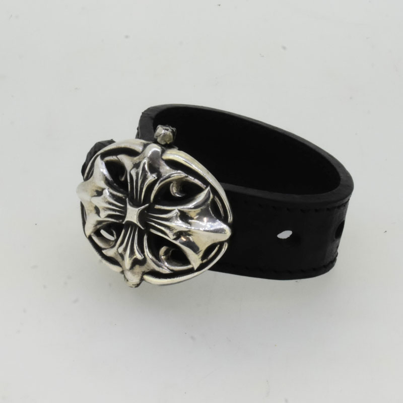 ZF CrossBackle Leather Bracelet の画像