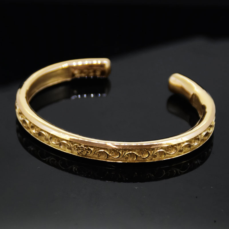 K18 Arabesque Carved Scrolls O Ring Bangle -Wide-の画像