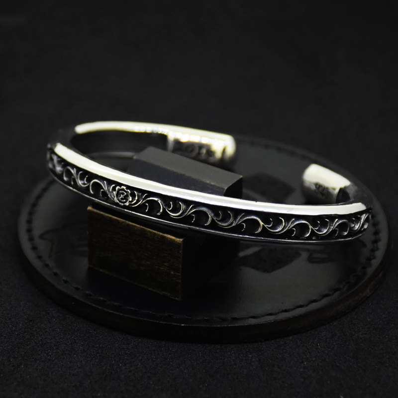 Arabesque Carved Scrolls O Ring Bangle -Wide-の画像