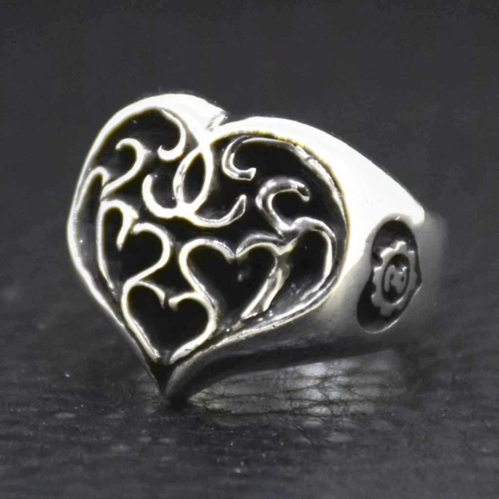 Round-Arabesque-Heart-Ring の画像